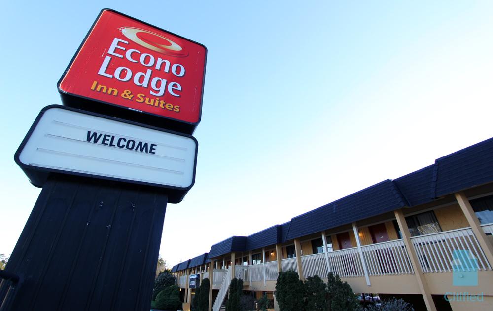EconoLodge-Esquimalt-Portage-West.jpg